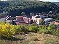 Pohled z Pavího vrchu k ulici Na Laurové.jpg