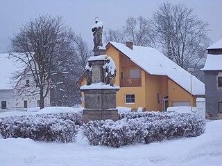 pilíř se sochou Panny Marie