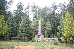 Pomník a lesní hřbitov 143 zajatců (Víska u Jevíčka).JPG