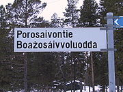 A bilingual street sign in Enontekiö in both Finnish and Northern Sámi