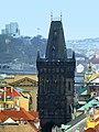 Prag - Blick vom Altstädter Rathausturm auf den Pulverturm - Zobrazit od Starého věže radnice na Prašné bráně - panoramio.jpg