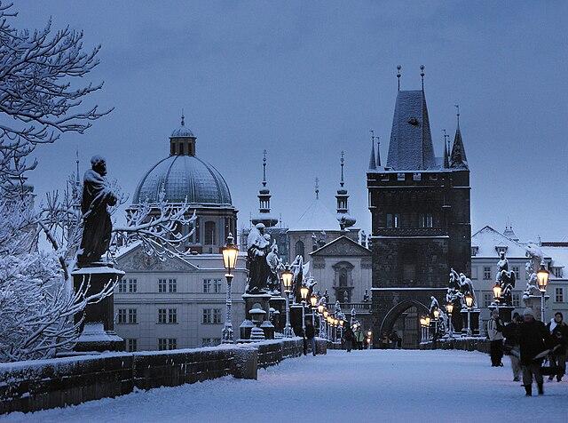 640px-Prague_charles_bridge_winter.jpg (640×476)