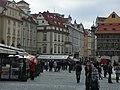 Praha, před Staroměstskou radnicí - panoramio.jpg
