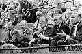 Prins Bernhard bekijkt de partij van de Kroaat Pilic tegen de Fransman Roche, Bestanddeelnr 923-6459.jpg