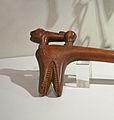 Récade au lion (détail)-Musée barrois.jpg