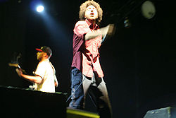Tom Morello (izquierda) y Zack de la Rocha tocando con Rage Against The Machine en Coachella 2007