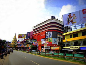 Economy of Kollam - Street view of Downtown Kollam, the largest commercial centre in the city of Kollam