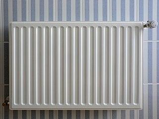 file radiator op blauw wit gestreepte tegels jpg. Black Bedroom Furniture Sets. Home Design Ideas