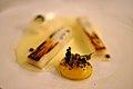 Restaurant AOC Brændte hvide asparges med æggeblomme og grønne enebær (4697151378).jpg