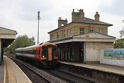 Romsey - SWT 158883 on FGW service to Great Malvern.JPG