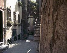 Via Travello, caruggio del centro storico di Trelo.