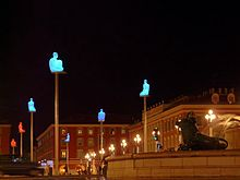Sculture illuminate in Piazza Andrea Massena, ad opera di Jaume Plensa