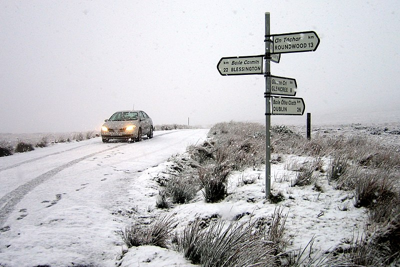 File:Sally Gap R115-R759 crossroads.jpg