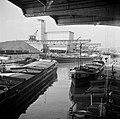 Schepen waaronderde Express 24 van rederij Neptun in de haven van Bazel-Kleinhün, Bestanddeelnr 254-1309.jpg