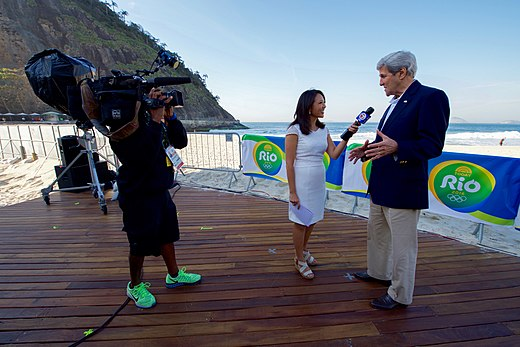 Secretary Kerry speaks with a Boston reporter along the Copacabana Beach in Rio (28803987055).jpg