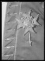 Serafimerkraschan sittande på Gustav IIIs uniformsjacka för Armens flotta - Livrustkammaren - 61852.tif