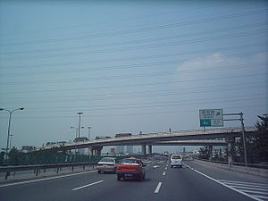 Shangqing Bridge - Shangqing Bridge's Problem: Jammed Traffic (as can be seen on the bridge) (July 2004 image)