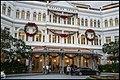 Singapore Raffles Hotel at dusk-1 (32047255495).jpg