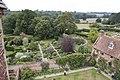Sissinghurst Gardens 3 (4907862232).jpg