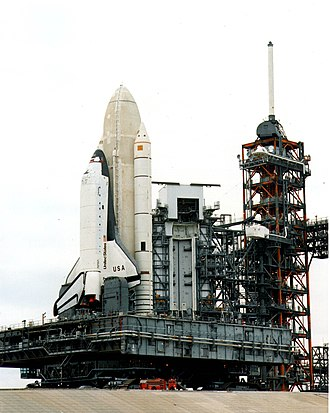 STS-1 - Image: Space shuttle.sts 1.crawler.triddle