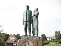 Statue of Oskar and Kristina in Karlshamn.jpg