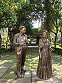 Statues of Frida Kahlo and Diego Rivera.jpg