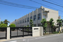 Tadaoka Town Tadaoka junior high school.jpg