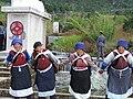 Tanzende Frauen der Naxi-Minderheit.jpg