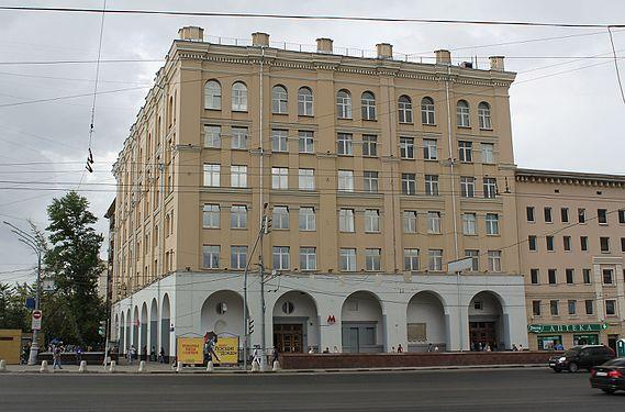 Памятники под заказ Автозаводская (Замоскворецкая линия) памятник из гранита Полежаевская