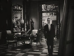 http://upload.wikimedia.org/wikipedia/commons/thumb/0/01/The_Picture_of_Dorian_Gray_(1945)_trailer_8.jpg/290px-The_Picture_of_Dorian_Gray_(1945)_trailer_8.jpg