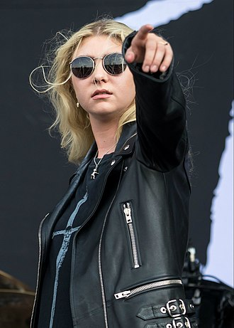 Taylor Momsen - Momsen performing with The Pretty Reckless at River City Rockfest 2017