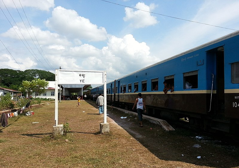 File:Train from Dawei to Mawlamyine 08.jpg
