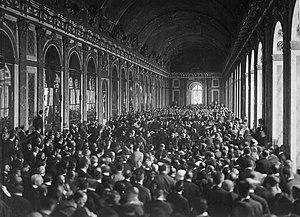 Undertecknandet av versaillesfördraget i spegelsalen i Versaillespalatset utanför Paris