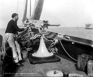 Maxim gun - A large-bore Maxim on the USS ''Vixen'' ca. 1898