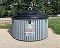 Un conteneur à déchets, Aire de la Chaponne, août 2019.jpg