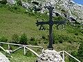 Una cruz del altar en el campo - Ermita de Santa Ana ( Asturias ) (20423966332).jpg