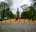 Vänersborgs kyrka med grusplan.jpg