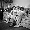 V.l.n.r. Prinses Benedikte, Prinses Margrethe en Prinses Anne Marie kijkend in e, Bestanddeelnr 252-8644.jpg
