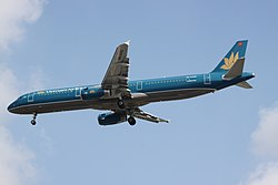 VN-A332 Airbus A321 Vietnam Airlines (7851250050).jpg