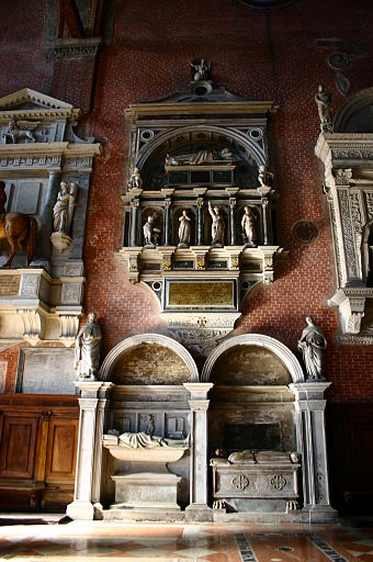 Medieval and Renaissance wall tombs in Santi Giovanni e Paolo, Venice, including an equestrian statue at the left Venezia - Chiesa dei SS. Giovanni e Paolo (S. Zanipolo) - Foto G. Dall'Orto 2 lug 2006 - 08.jpg