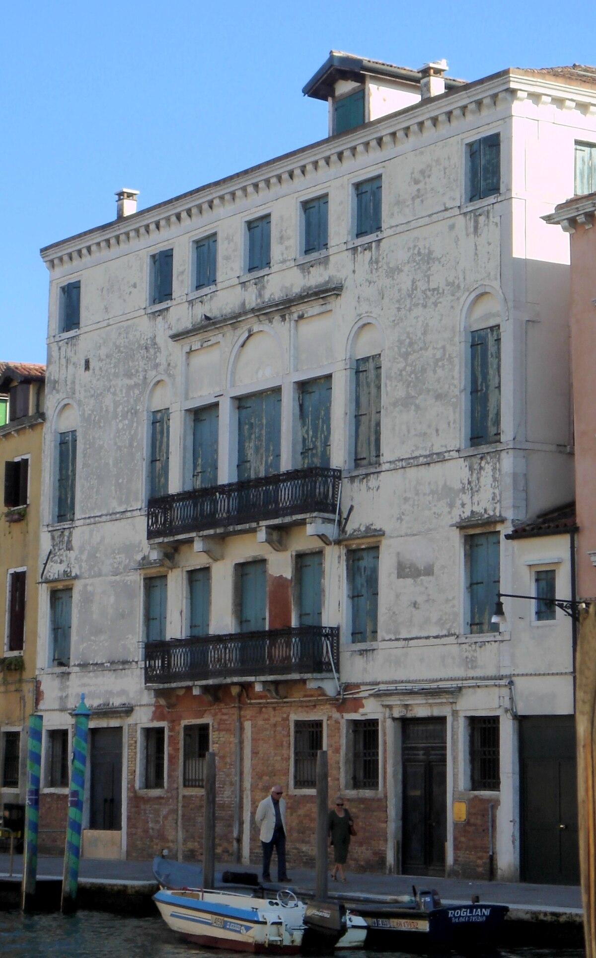 Palazzo bonfadini vivante wikipedia for Foto di zig e sharko