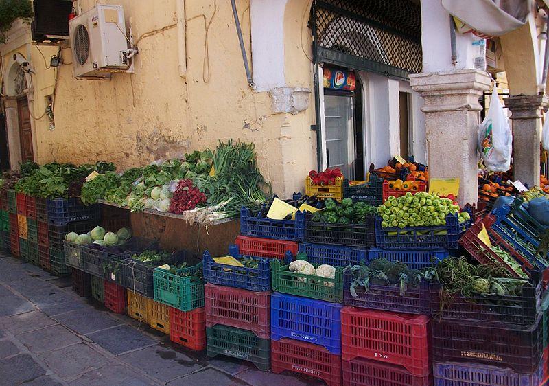 File:Verdures a la ciutat vella de Corfú.JPG