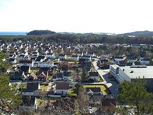 Mandal (town) - Image: Vestnes sett fra Buråstoppen, Mandal (2009)