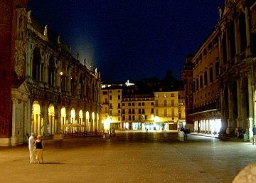 Notturna di Piazza dei Signori