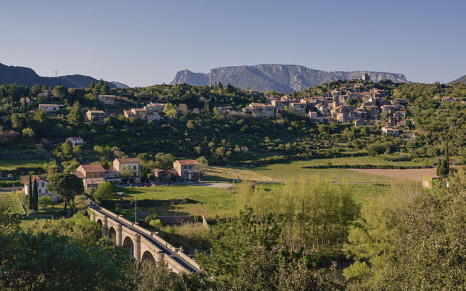 The village of Vieussan in one of the meanders of the Orb River, Hérault, France. Haut-Languedoc Regional Natural Park.