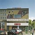 Voorzijde met uitbouw en entree met kunstwerk van W. Elenbaas, van gekleurd metselwerk met keramiek - Eindhoven - 20388643 - RCE.jpg