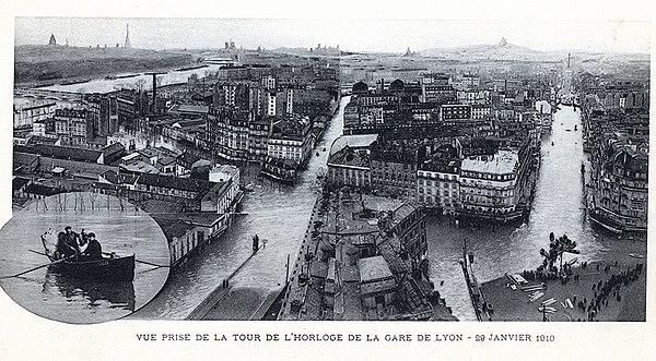 Vue sur Paris inondé en 1910.jpg
