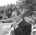 Walter Mehring zittend op een terras, Bestanddeelnr 254-5069.jpg