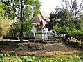 Wat Kampong Tralach Leu Vihara 02.jpg