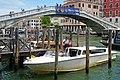 Water taxis Ponte degli Scalzi Venezia 07 2017 4269.jpg
